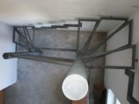 ocelové schodiště se zábradlím na dvou nohách