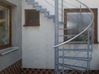 ocelové půltočité schodiště zs nerez madlem o40